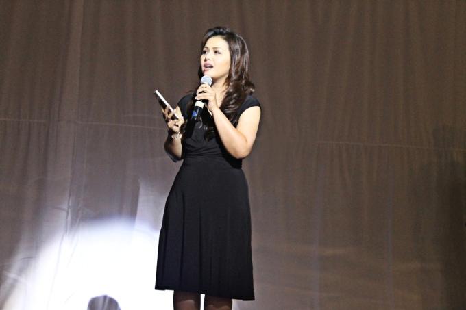 Sambutan Ibu Vebbyna Kaunang (Marketing Director IT & Mobile PT Samsung Electronics Indonesia) sebelum Acara NOTE 4 HARMONI di mulai